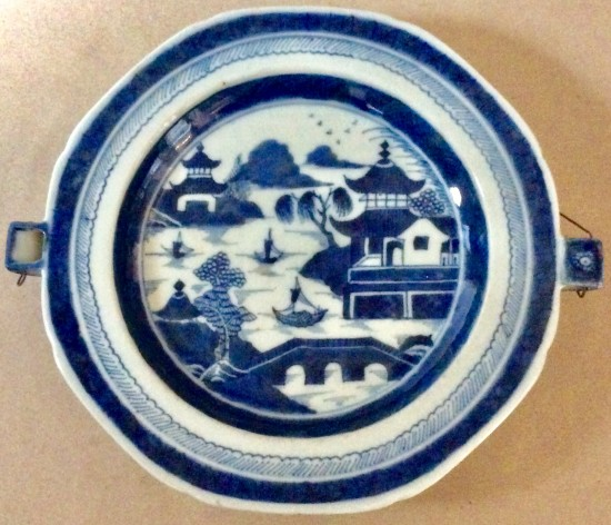 Chinese Canton b/w octagonal food warming hot water plate.
