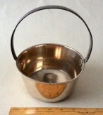 Small sized fixed handle brass jam pan