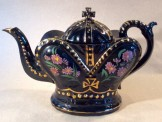 Jackfield black pottery 'crown' teapot
