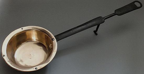 Early C18  welsh downhearth saucepan