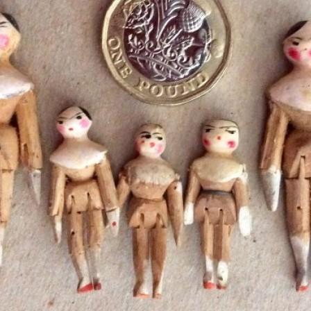 Detail: Victorian Grodnertal family miniature wooden peg dolls.