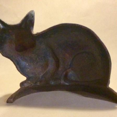 Detail: Vintage cast iron cat doorstop